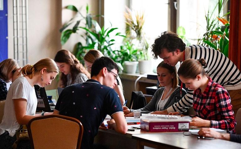 Минобрнауки России напомнило об особенностях трудоустройства иностранных студентов