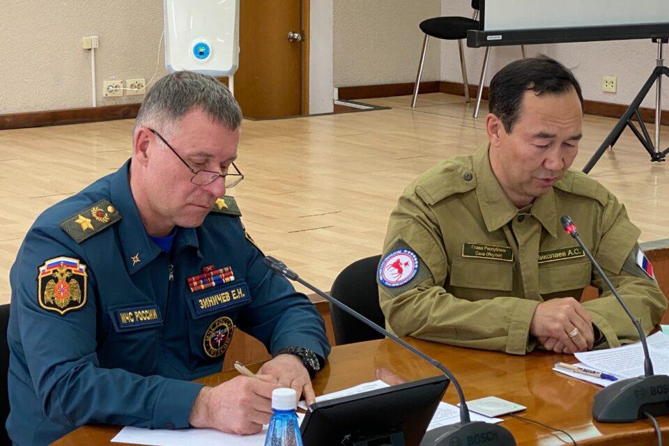 Глава Якутии и глава МЧС России провели в Ленске совещание по готовности к паводку и лесным пожарам
